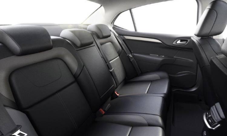 Novo Sedan Citroën C4 Lounge - bancos traseiros