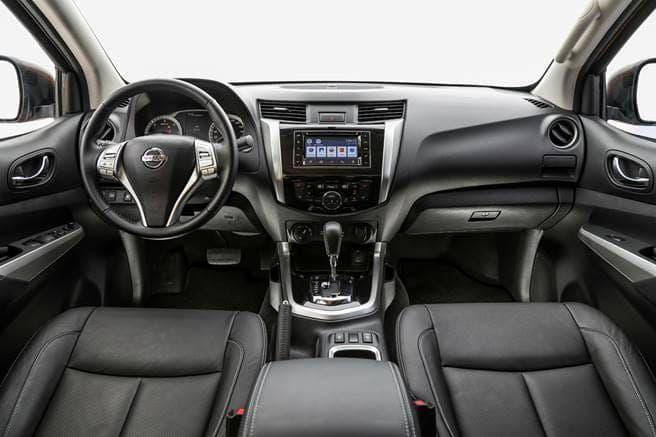 Nissan Frontier por dentro
