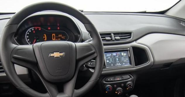 Chevrolet Onix Joy - interior