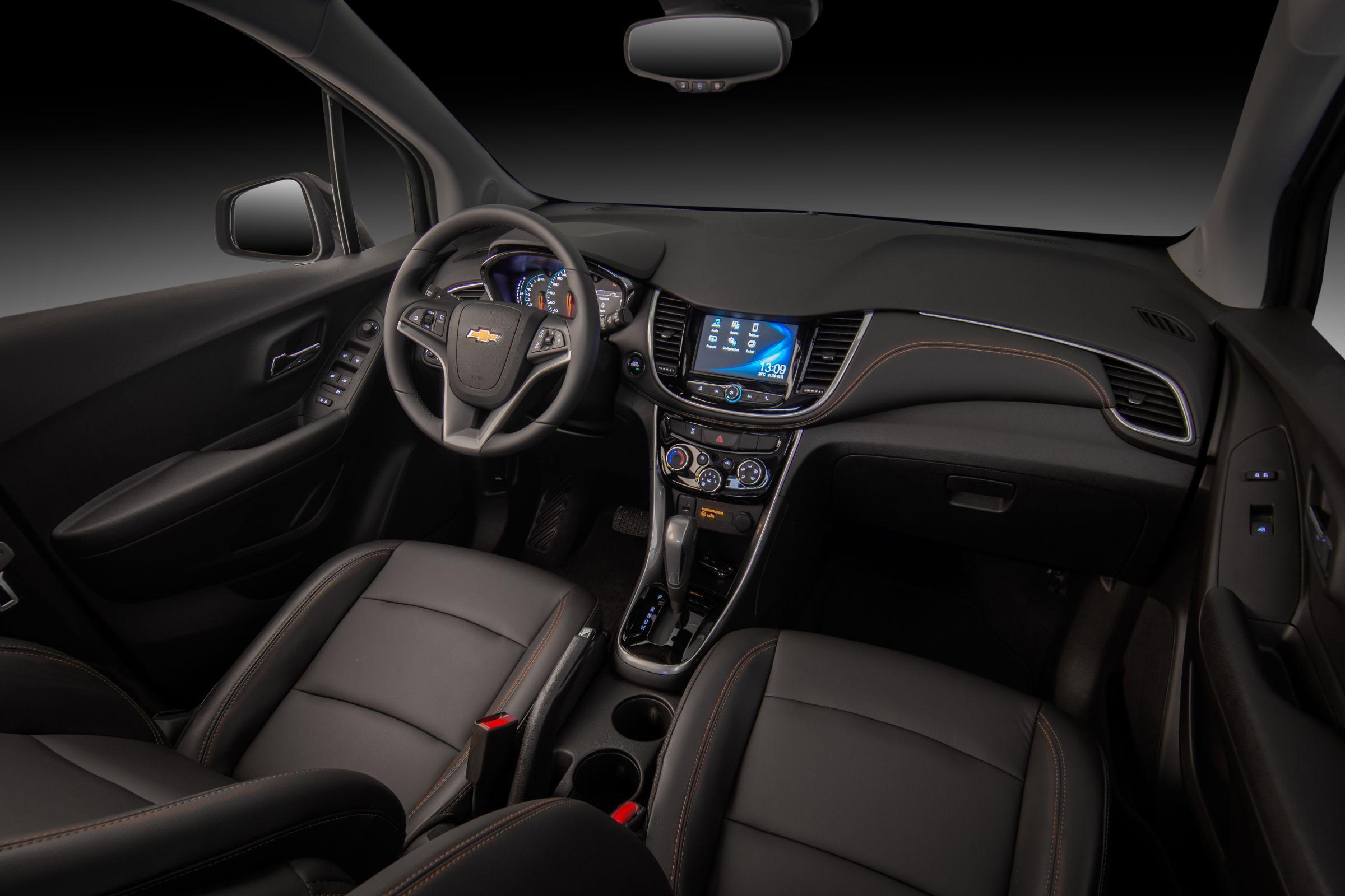 Tracker Midnight - interior