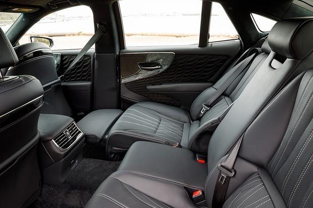 Lexus LS 500h - interior